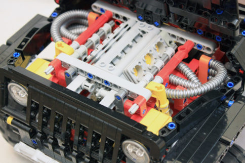 VIDEO: Fully Functional Scale Model Jeep Wrangler Made of LEGOs!