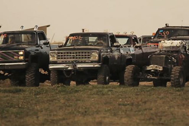 VIDEO: The Road Hammers And Lifted Trucks Play in the Mud