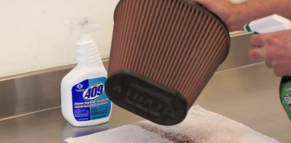 Video: Cleaning An AIRAID SynthaMax Non-Oiled Filter