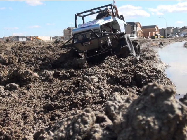 VIDEO: Radio Controlled Rover Tackles Mud Like A Boss!
