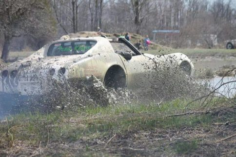 Video: Ford-Powered C3 Corvette Mud Bogger Defines the Word