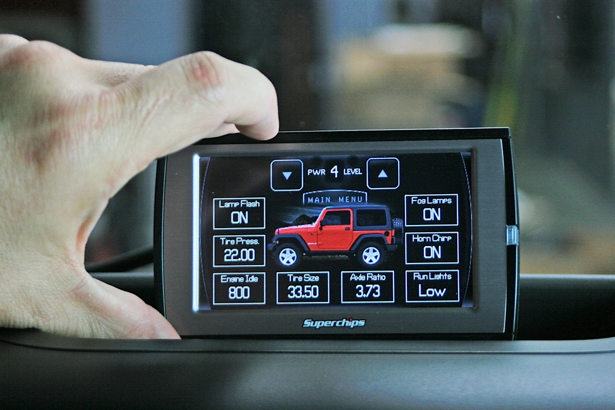 Superchips Traildash Offers Power And Functionality To Jeep Wrangler Engine Coolant The Main Default Screen Top Can Display Key Elements Such As Temperature Ect Rpm Mph Corrected Battery Voltage Mpg