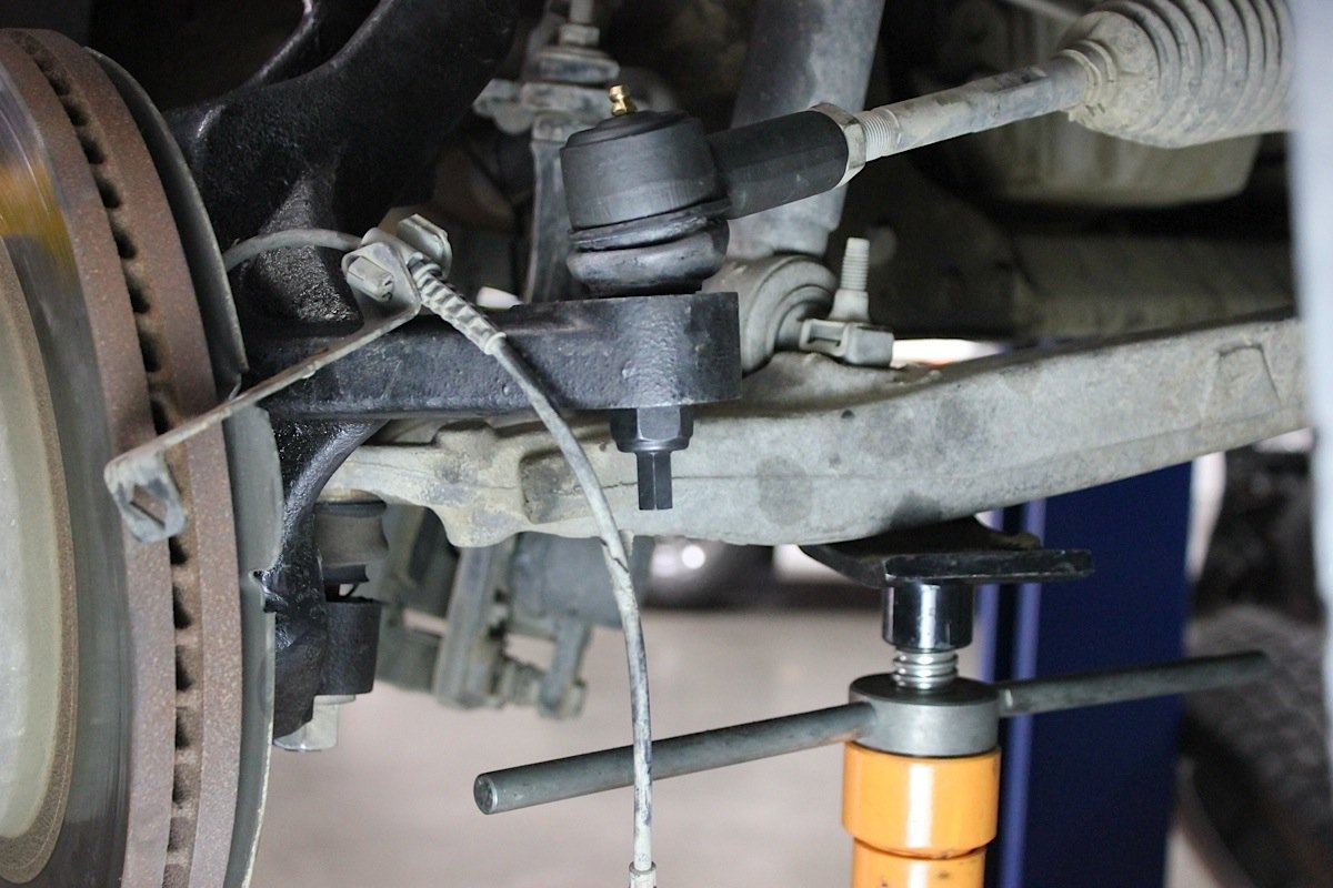 Spindle Lifts: The Do-It-Yourself Guide With Fabtech Motorsports