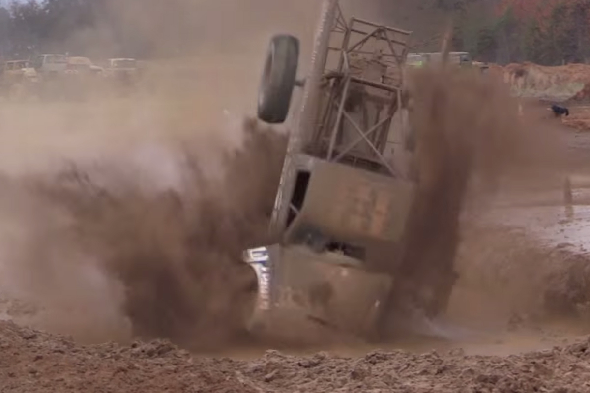 Video: 2014 Crash Compilation-The Best Axle-Busting Flips And Rolls