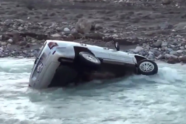 Epic Fail: Grand Cherokee Attempts River Fording