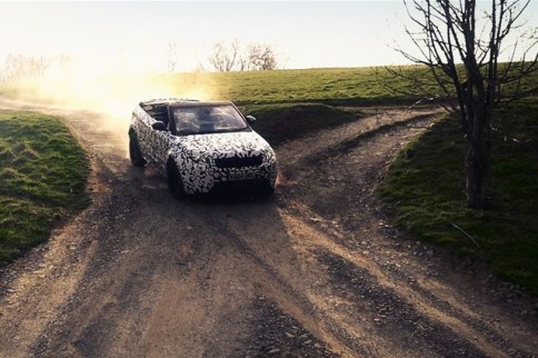 Video: Range Rover Evoque Goes Off-Road Topless