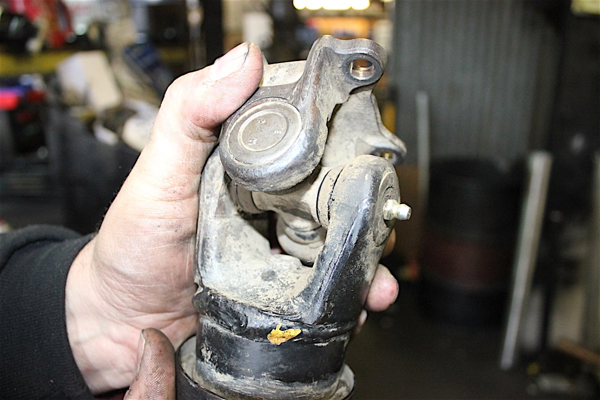 Chicks Corner Fixing A Toyota Driveshaft With Je Reel 2000 4runner Scott Examined And Then Disassembled The U Joints Yoke