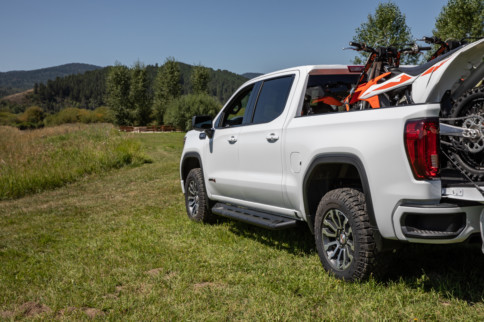 First Look: 2020 GMC Sierra Heavy Duty Trucks Haul BIG Weight