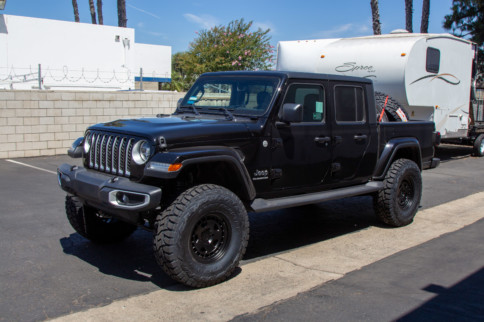 Stand Tall: MaxTrac Lift Kit For Jeep Gladiator
