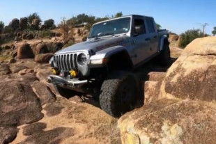 Video: 2020 Jeep Gladiator Off-Roading Adventure Ends with JK Rescue