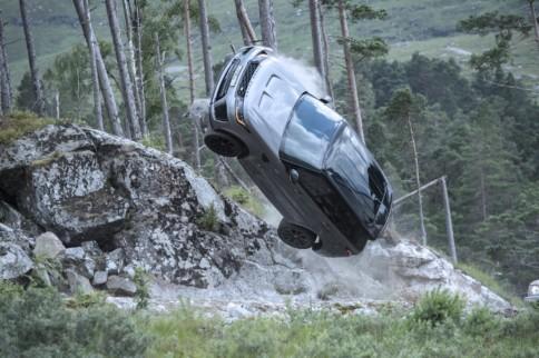 James Bond Behind The Scenes: Range Rover Sport SVR Takes Flight